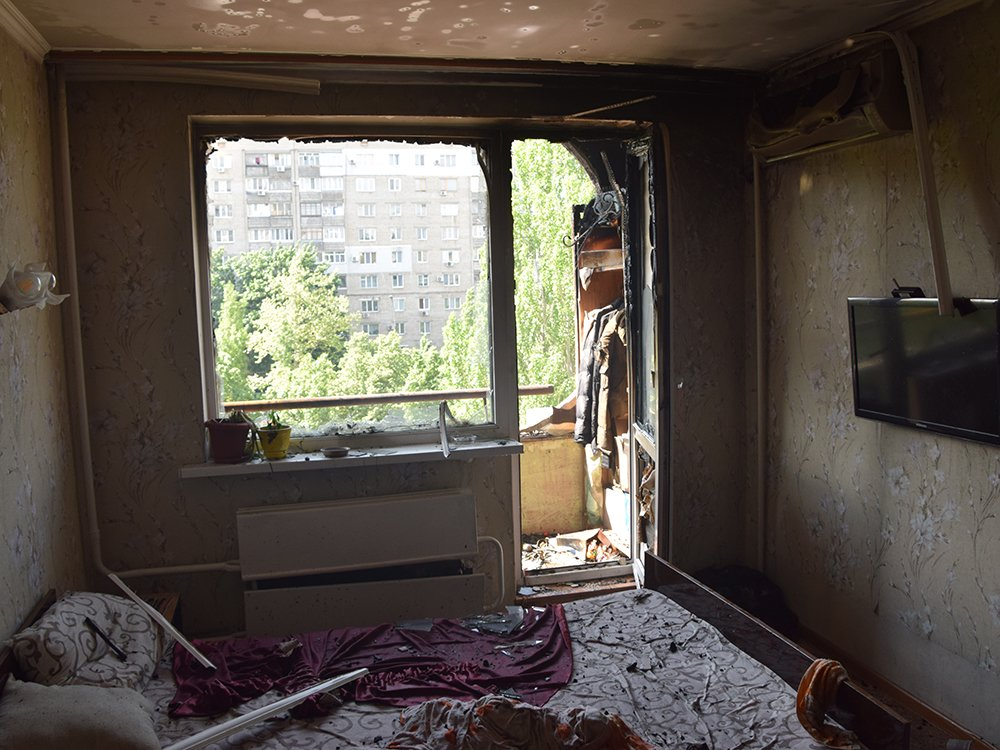 В Николаеве на Центральном проспекте загорелась квартира: один человек госпитализирован, - ФОТО, ВИДЕО, фото-4