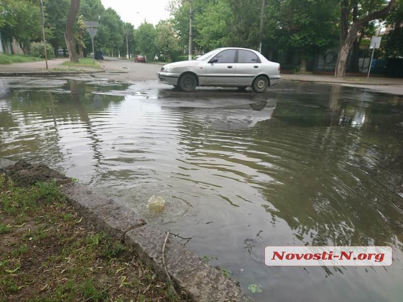 Центр Николаева снова заливает фекальными водами, - ФОТО, ВИДЕО, фото-1