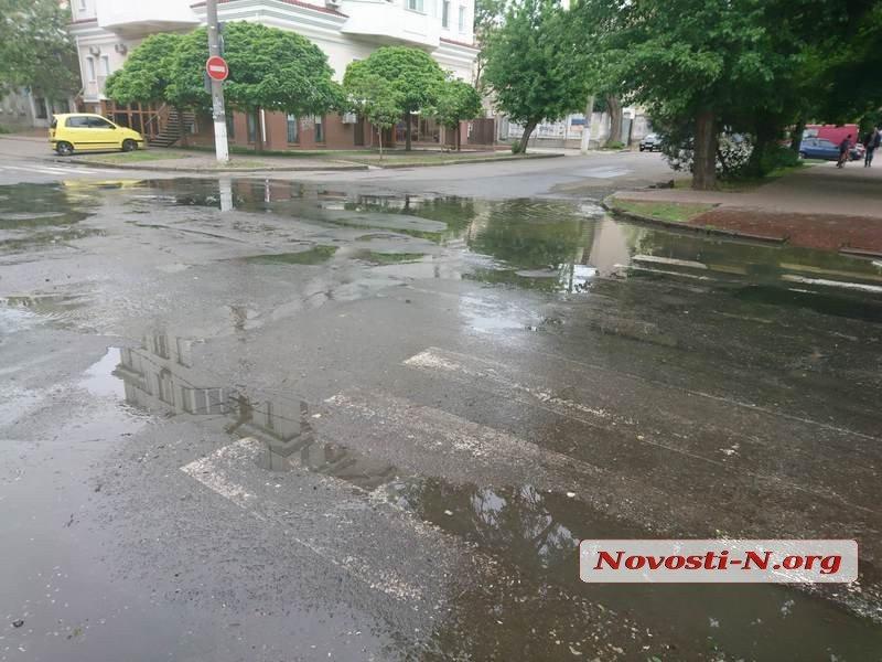 Центр Николаева снова заливает фекальными водами, - ФОТО, ВИДЕО, фото-4