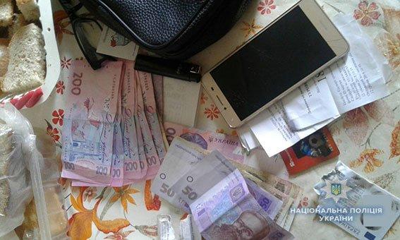 Полицейские изъяли у николаевца наркотики, материалы для их изготовления и деньги, добытые незаконным путём, - ФОТО, фото-1