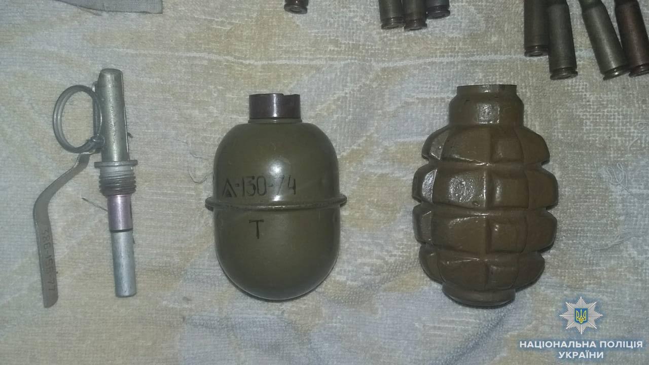 Правоохранители раскрыли злоумышленника, который дома хранил две гранаты и 51 патрон, - ФОТО, фото-2