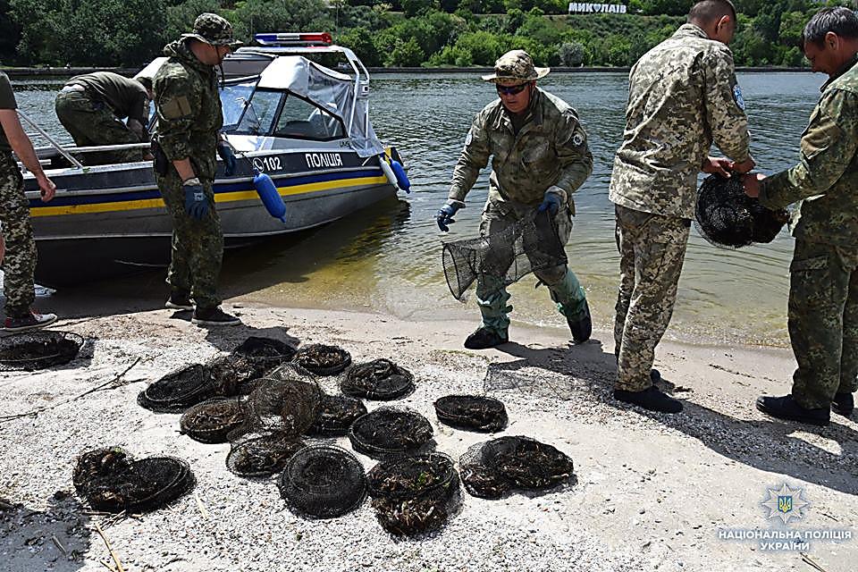 На Николаевщине водный патруль изъял 83 браконьерских орудий для ловли раков и рыбацкие сетки, - ФОТО, фото-9