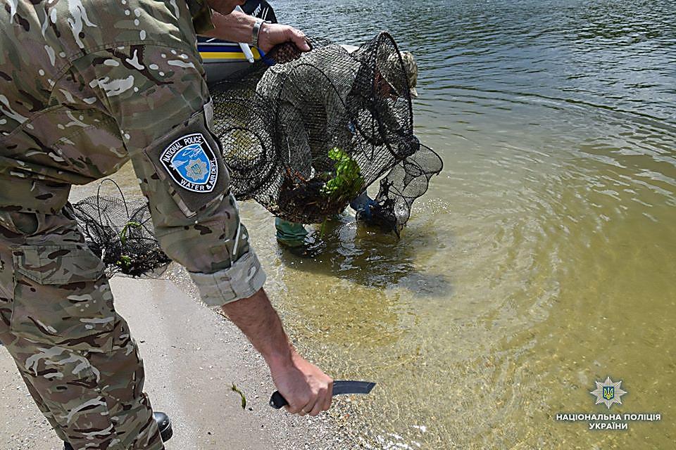 На Николаевщине водный патруль изъял 83 браконьерских орудий для ловли раков и рыбацкие сетки, - ФОТО, фото-5