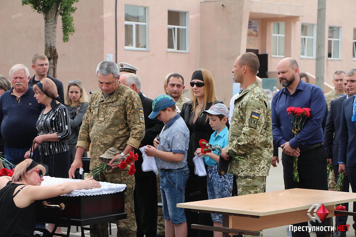 В Николаеве провели в последний путь офицера морской пехоты Александра Конотопенко, - ФОТО, фото-5