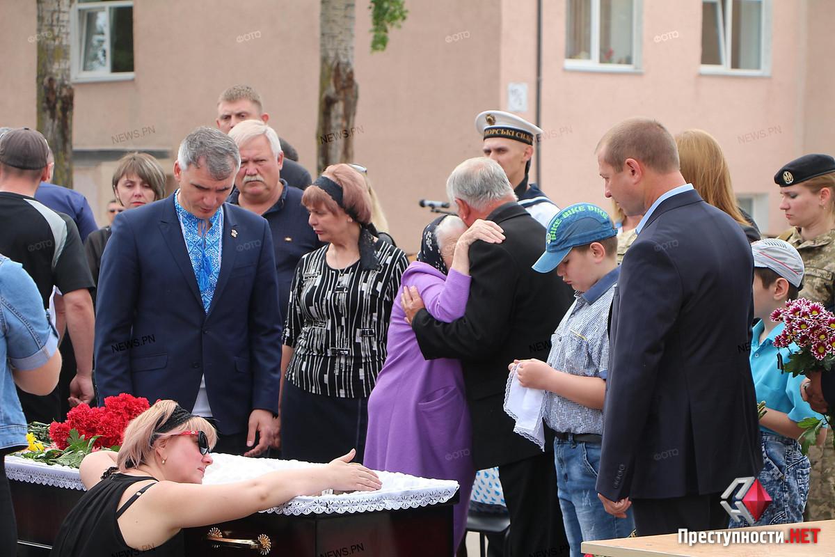 В Николаеве провели в последний путь офицера морской пехоты Александра Конотопенко, - ФОТО, фото-7