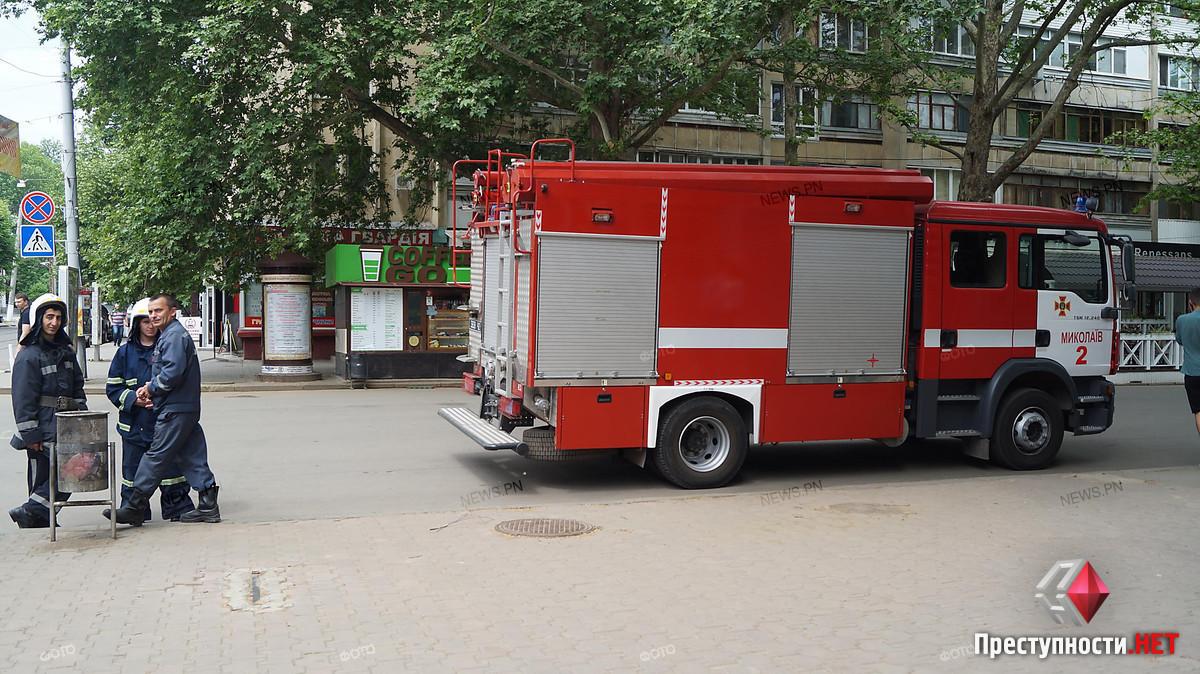 В центре Николаева полиция оцепила целый квартал из-за подозрительной коробки, - ФОТО, фото-6