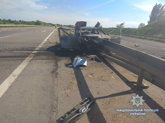 На Николаевщине после столкновения с отбойником загорелся автомобиль: погибла водитель, - ФОТО, фото-1