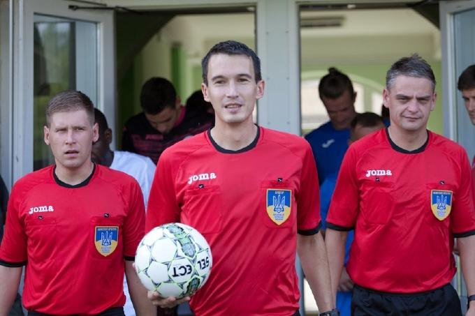 Полиция сняла с поезда николаевского футбольного судью и нашла у него 17 тысяч долларов, - ФОТО, фото-1