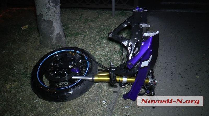 Ночью в Николаеве мотоциклист скрываясь от полиции врезался в столб, - ФОТО, фото-5