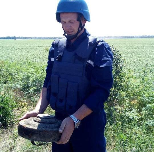 2 под мостом и 1 в городе на обочине: в Николаеве уничтожили 3 взрывоопасных предмета, - ФОТО, фото-1
