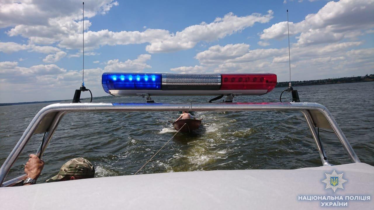 Николаевские полицейские на новом катере спасли тонущего мужчину, - ФОТО, ВИДЕО, фото-1