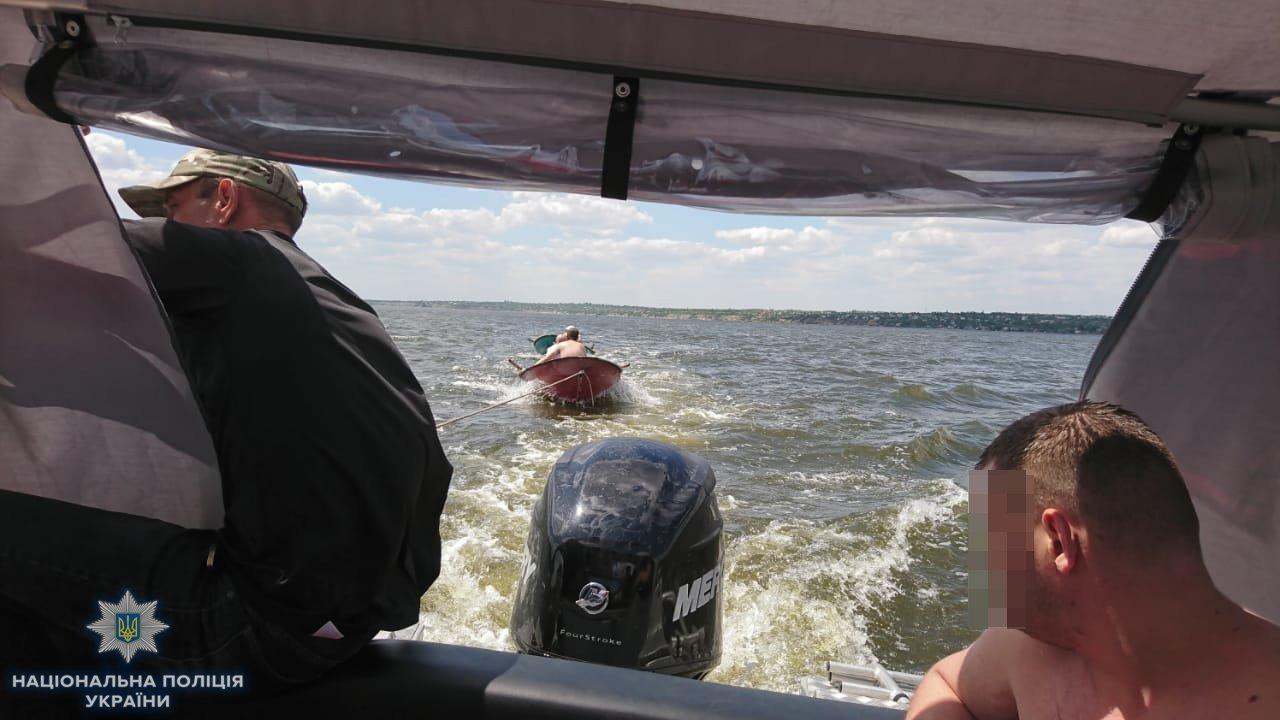Николаевские полицейские на новом катере спасли тонущего мужчину, - ФОТО, ВИДЕО, фото-2