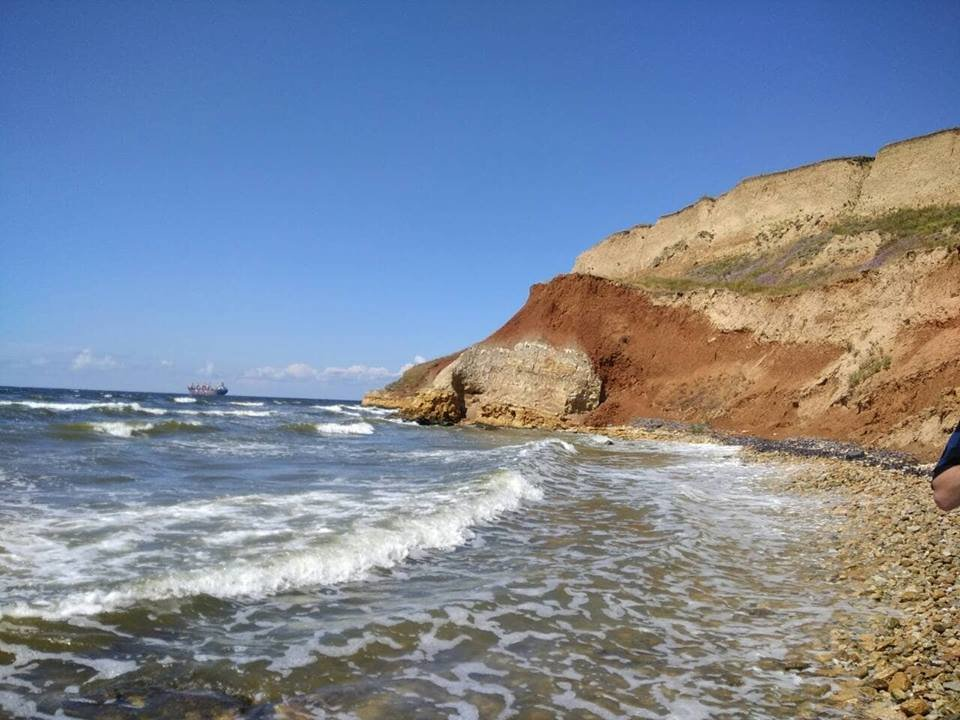 На Николаевщине две девушки оказались в плену стихии на скалистом побережье, фото-1