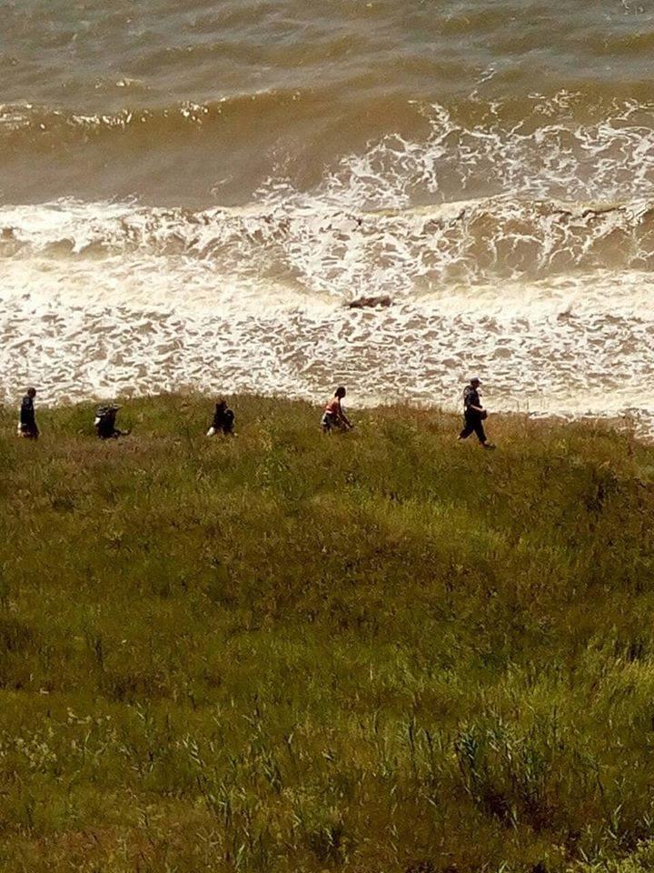 На Николаевщине две девушки оказались в плену стихии на скалистом побережье, фото-6