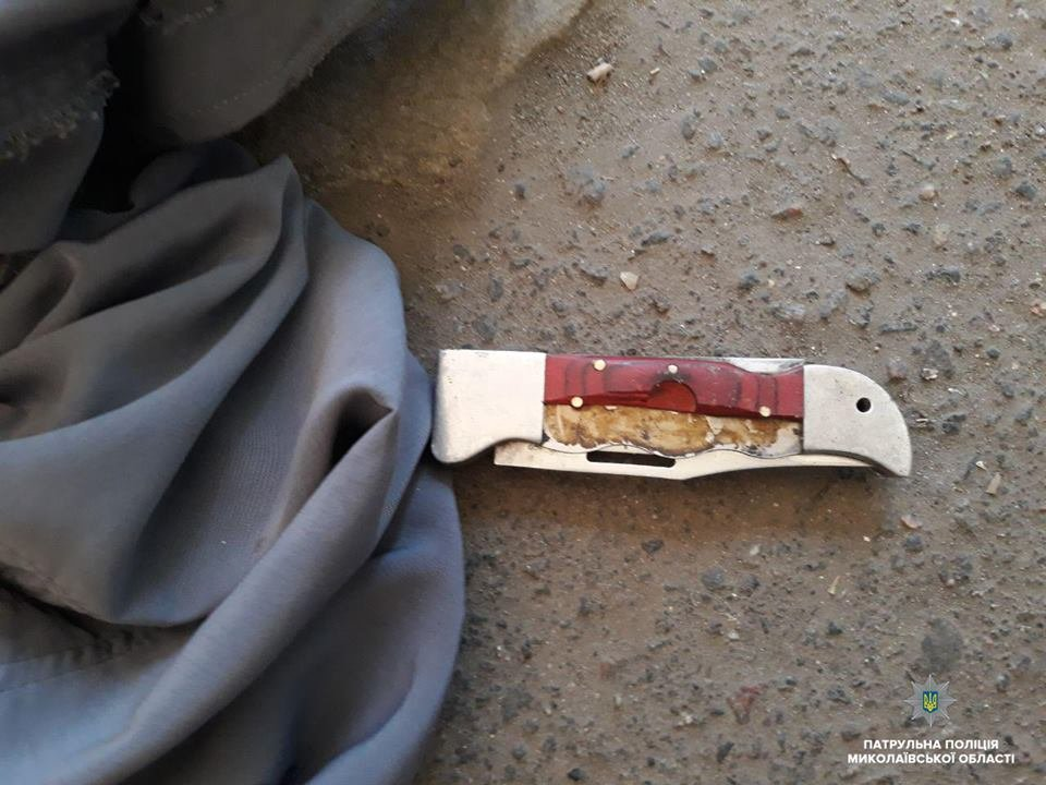 В Николаеве мужчина приставал к прохожим с ножом, а позже сымитировал приступ, чтоб его не забрала полиция, - ФОТО, фото-3