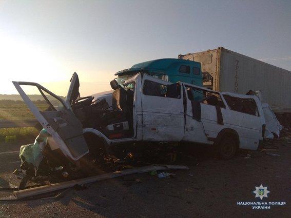 На Николаевщине в результате ДТП погибли 5 человек, еще 12 пострадало, - ФОТО, фото-2