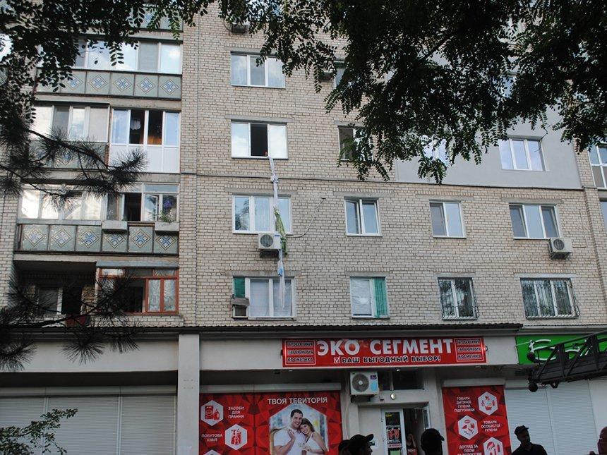 В Николаеве молодая женщина пыталась спустится по самодельной веревке с окна 4 этажа, - ФОТО, фото-1