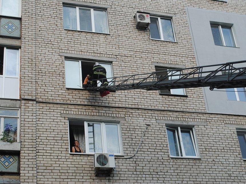 В Николаеве молодая женщина пыталась спустится по самодельной веревке с окна 4 этажа, - ФОТО, фото-2