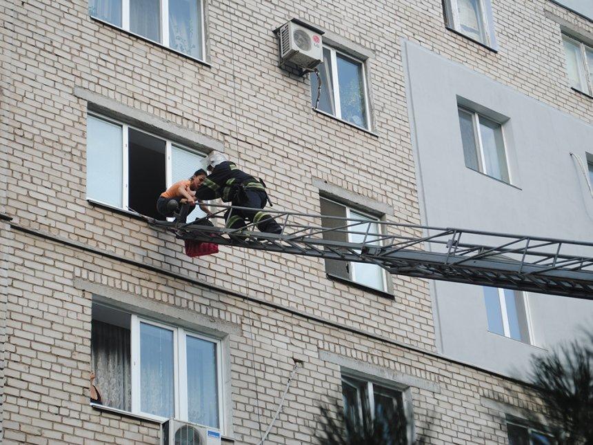 В Николаеве молодая женщина пыталась спустится по самодельной веревке с окна 4 этажа, - ФОТО, фото-3