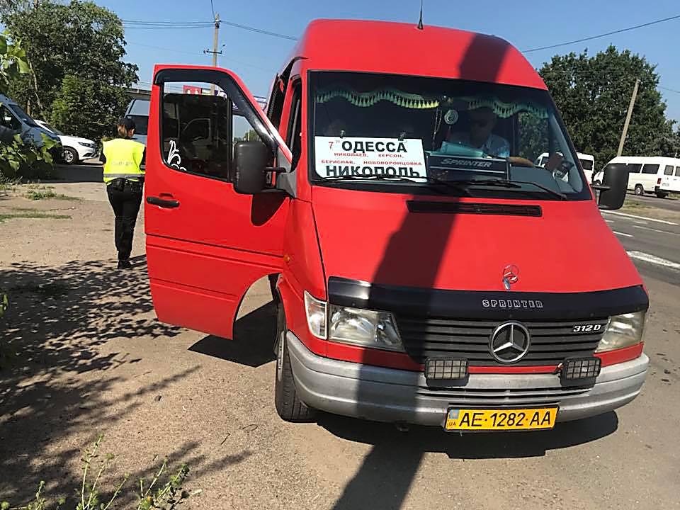 На Николаевщине пассажиры поссорились с инспекторами УТБ, которые проверяли транспорт, - ФОТО, фото-4