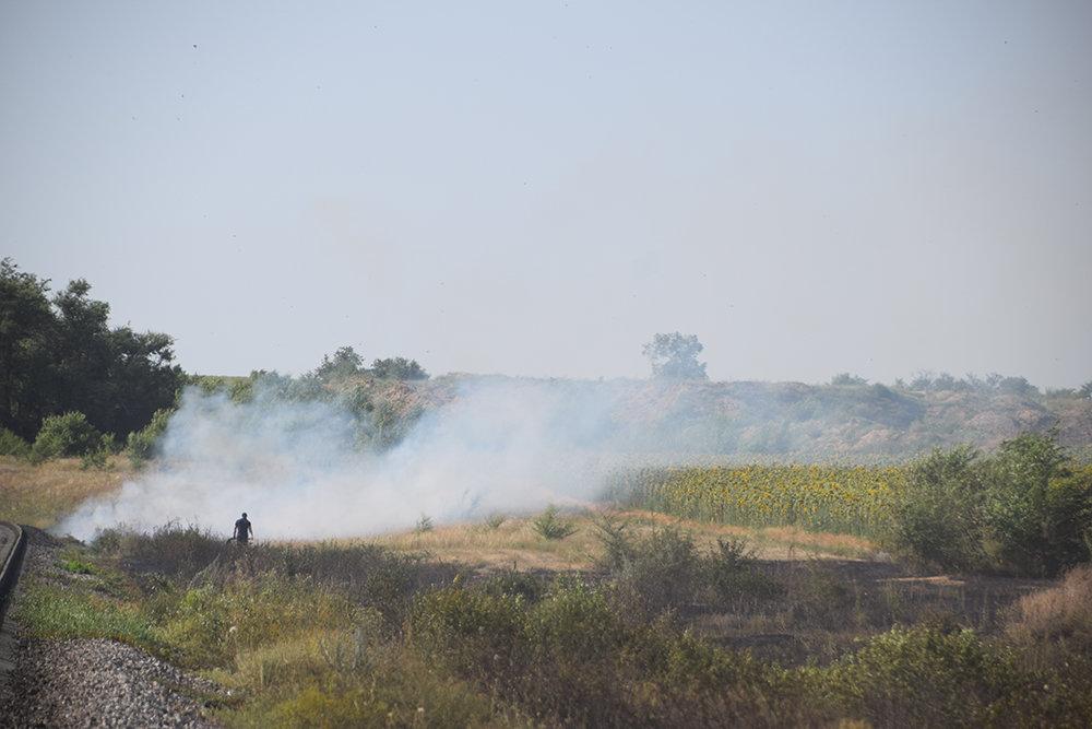 На территории Николаевщины спасатели продолжают тушить пожары сухостоя, - ФОТО, фото-9