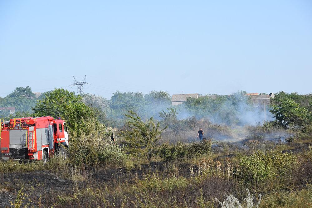 На территории Николаевщины спасатели продолжают тушить пожары сухостоя, - ФОТО, фото-8