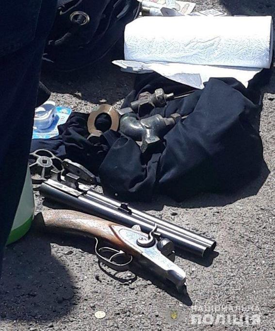 В авто задержанных братьев-близнецов из Николаева нашли наркотические средства, оружие и вещи потерпевших, - ФОТО, фото-3
