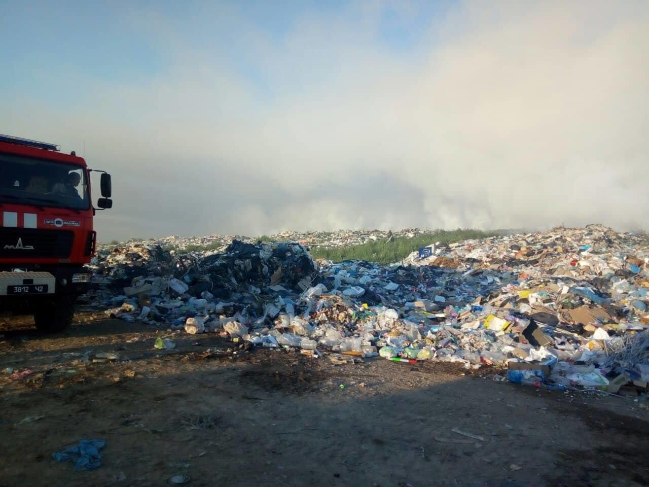 На Николаевщине продолжается ликвидация пожара мусора, -ФОТО, фото-2