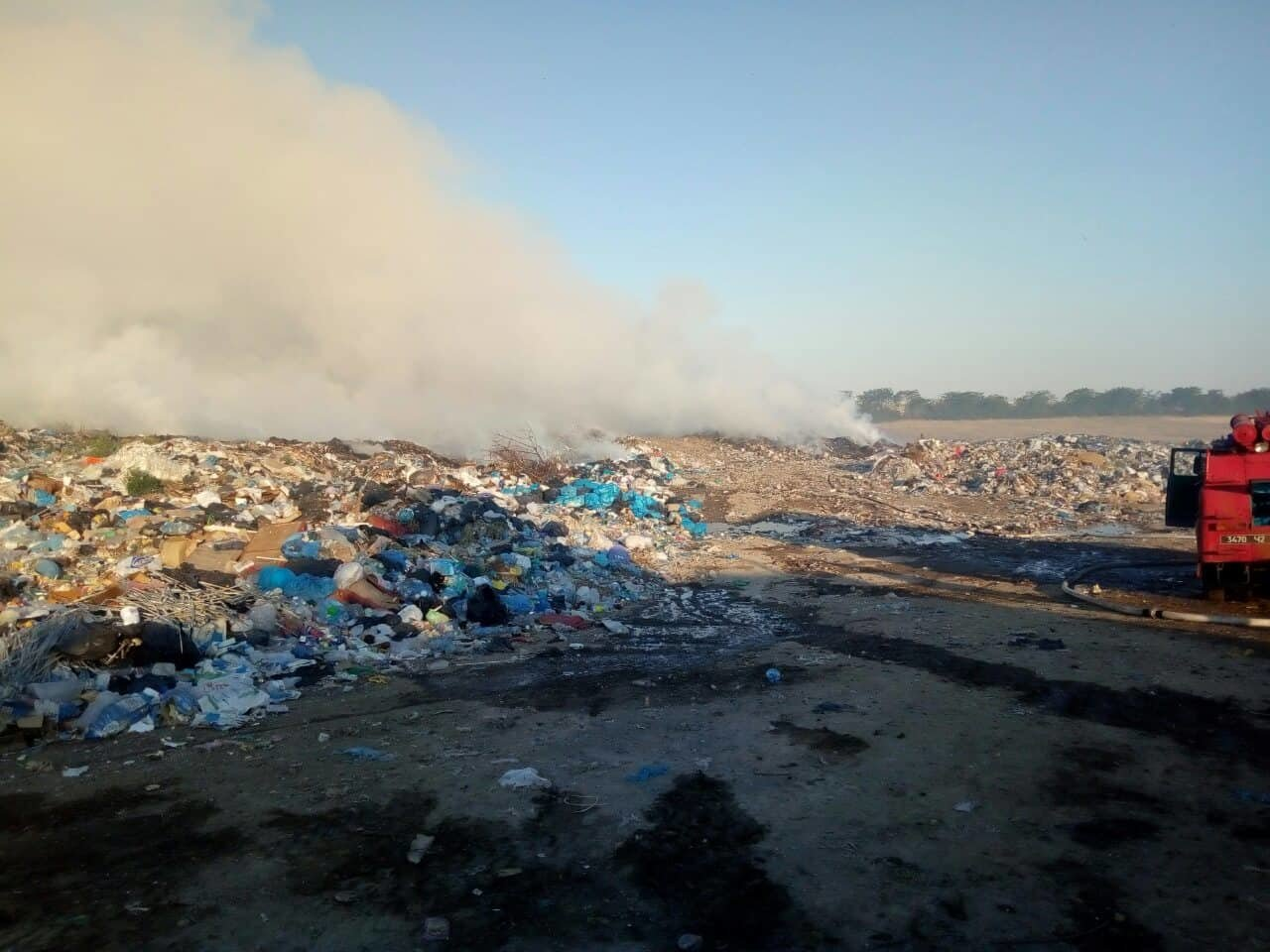 На Николаевщине продолжается ликвидация пожара мусора, -ФОТО, фото-1