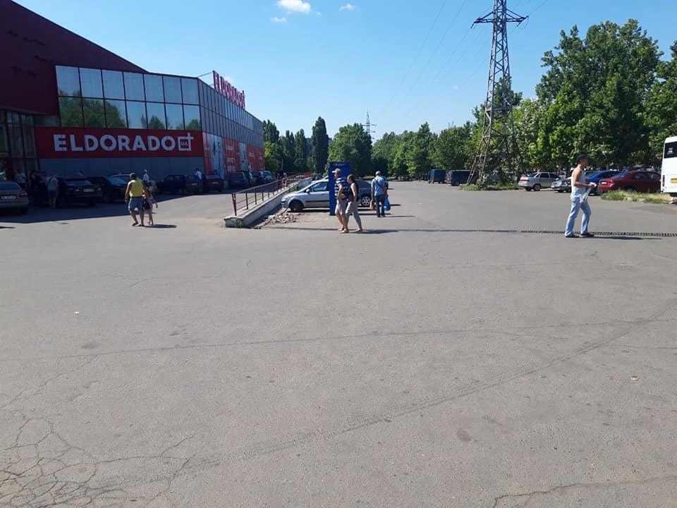 """В Николаеве возле """"Велмарта"""" убрали три незаконных киоска,- ФОТО, фото-4"""