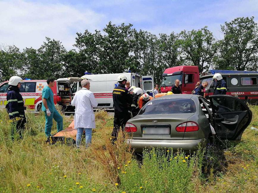 В ДТП под Николаевом пострадал ребенок и зажало водителя в салоне, - ФОТО, фото-2