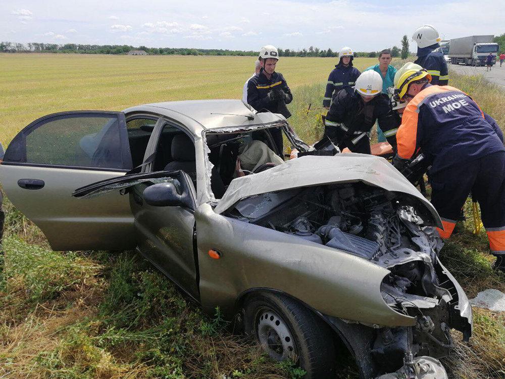 В ДТП под Николаевом пострадал ребенок и зажало водителя в салоне, - ФОТО, фото-1