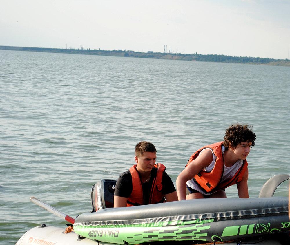 На Николаевщине спасли юношу, плавсредство которого унесло далеко от берега, - ФОТО, фото-2