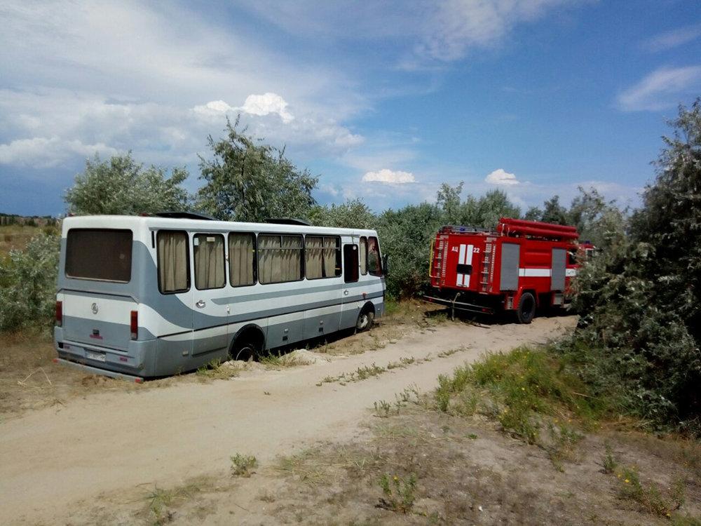 На Николаевщине спасатели  оказывали помощь гражданам в изъятии автотранспорта с бездорожья, - ФОТО, фото-2