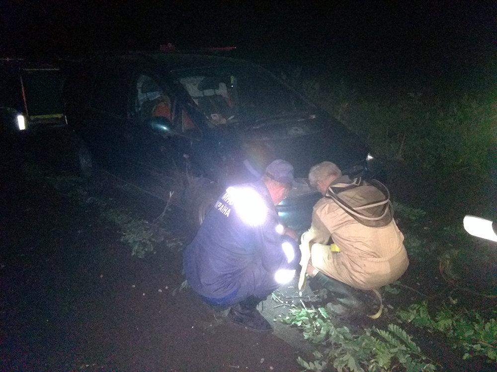 На Николаевщине спасатели  оказывали помощь гражданам в изъятии автотранспорта с бездорожья, - ФОТО, фото-3