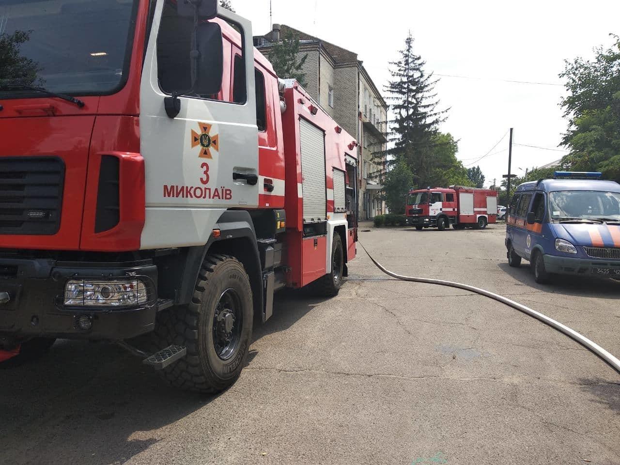 На территории Николаевского некрополя спасатели ликвидируют пожар сухой травы, - ФОТО , фото-7