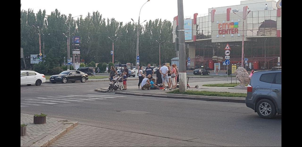 "В Николаеве напротив ""Сити-Центра"" автомобиль ""SEAT"" сбил человека, - ФОТО, фото-1"