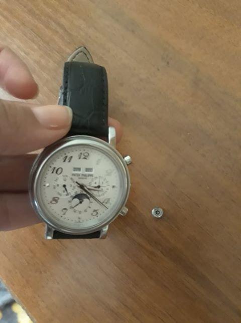 В Николаеве женщине продали часы, которые начали разваливаться через месяц, - ФОТО