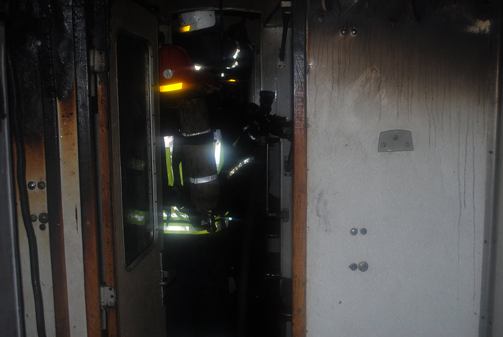В Николаеве горел пассажирский вагон, - ФОТО, фото-2