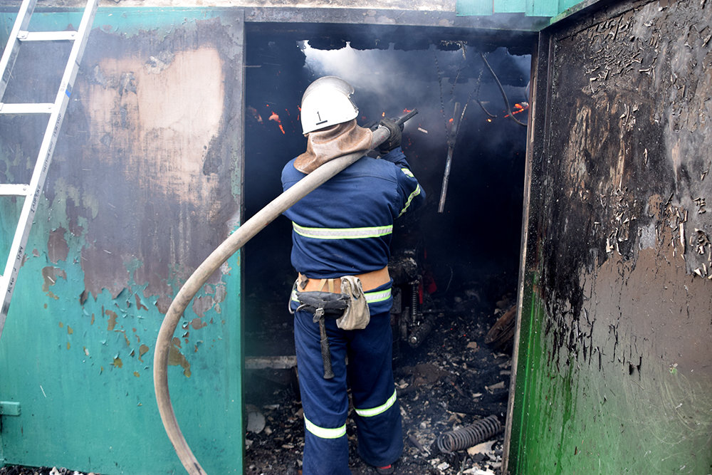 На Николаевщине  в частном секторе горел гараж, - ФОТО , фото-4
