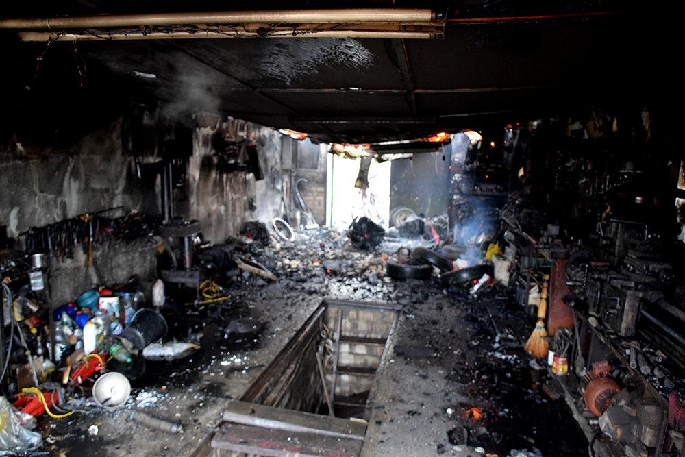 На Николаевщине  в частном секторе горел гараж, - ФОТО , фото-1