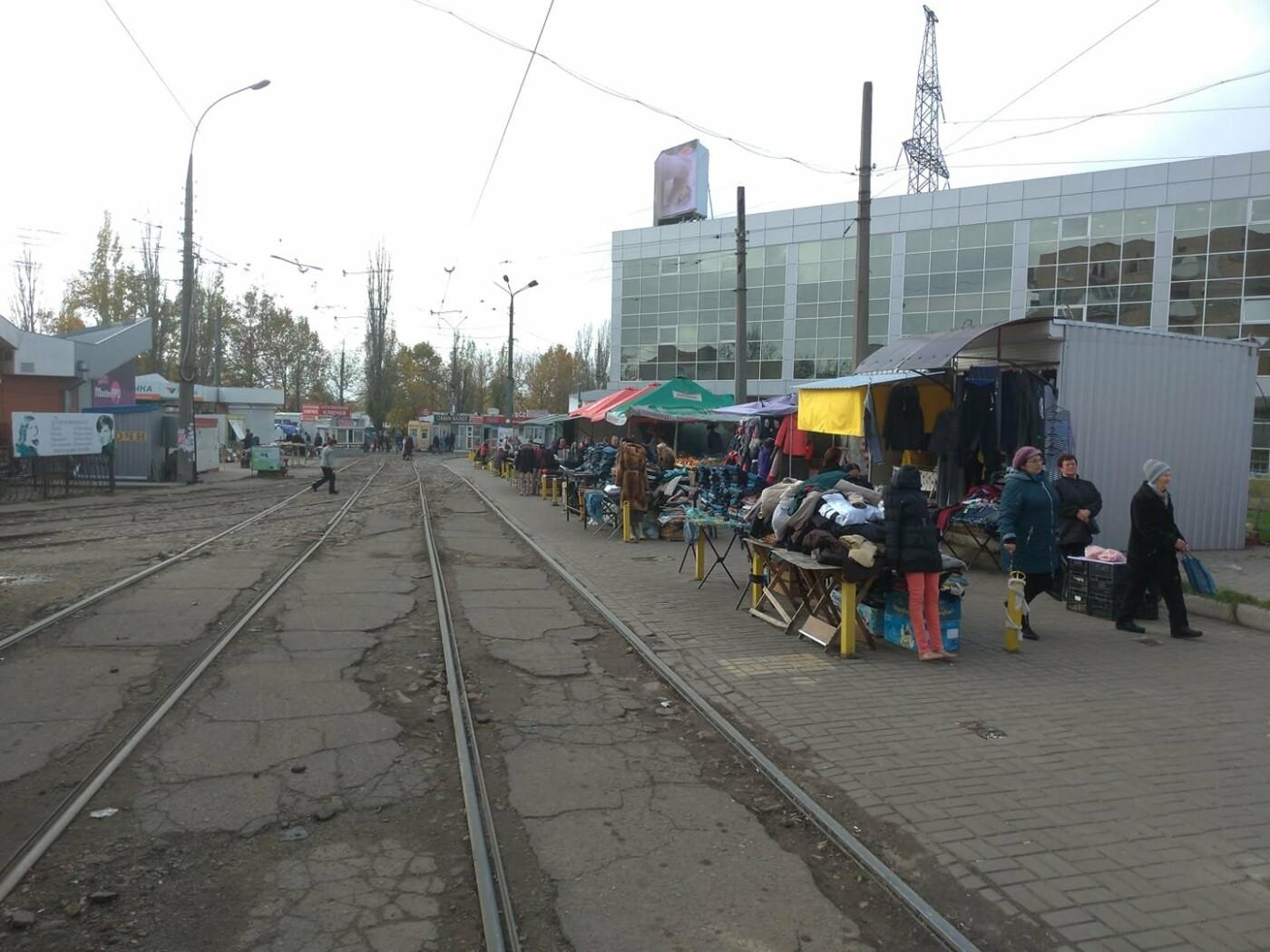 В Николаеве продолжают торговать на трамвайных путях, - ФОТО, ВИДЕО , фото-1