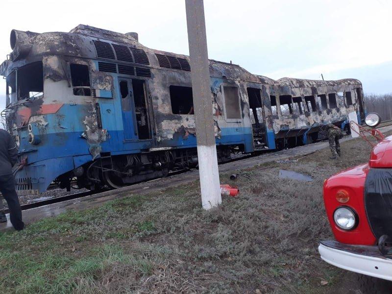 По пути в Николаев загорелся дизельный поезд, - ФОТО, фото-3