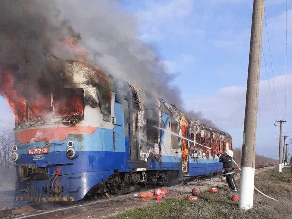 По пути в Николаев загорелся дизельный поезд, - ФОТО, фото-1
