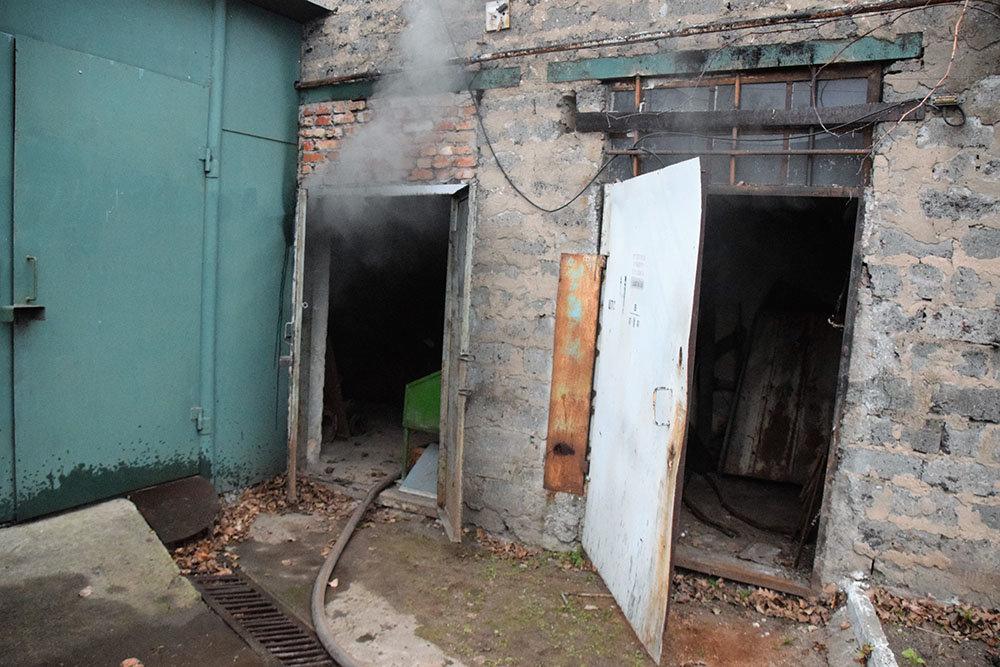 В Николаеве спасатели тушили пожар в цеху, - ФОТО, фото-1