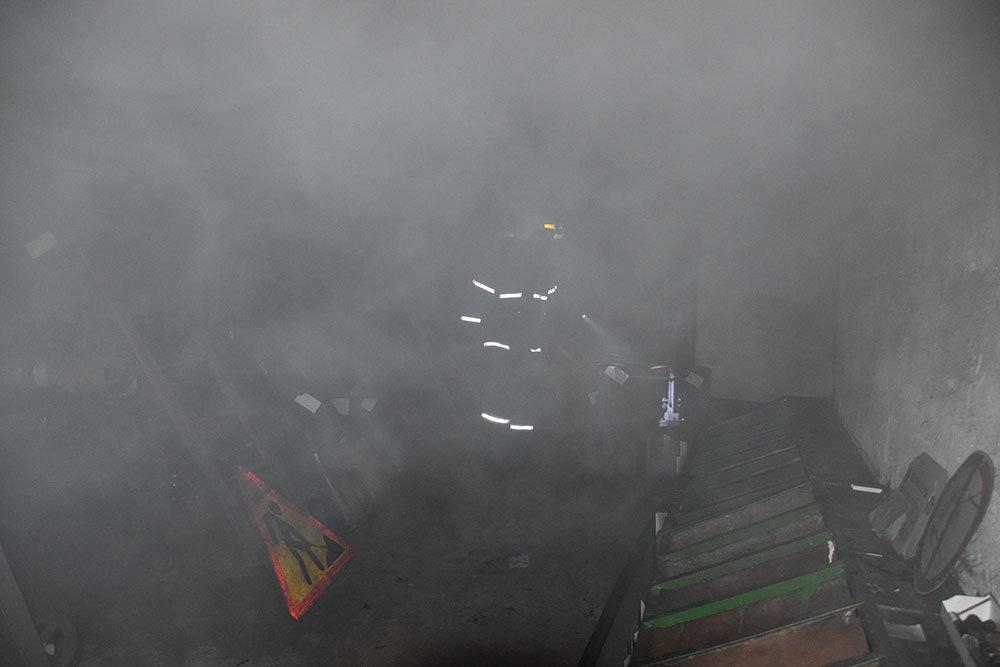 В Николаеве спасатели тушили пожар в цеху, - ФОТО, фото-2