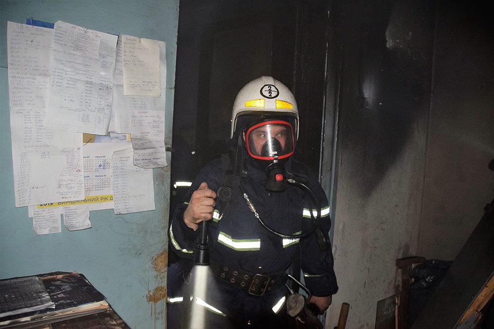 В Николаеве спасатели тушили пожар в цеху, - ФОТО, фото-3