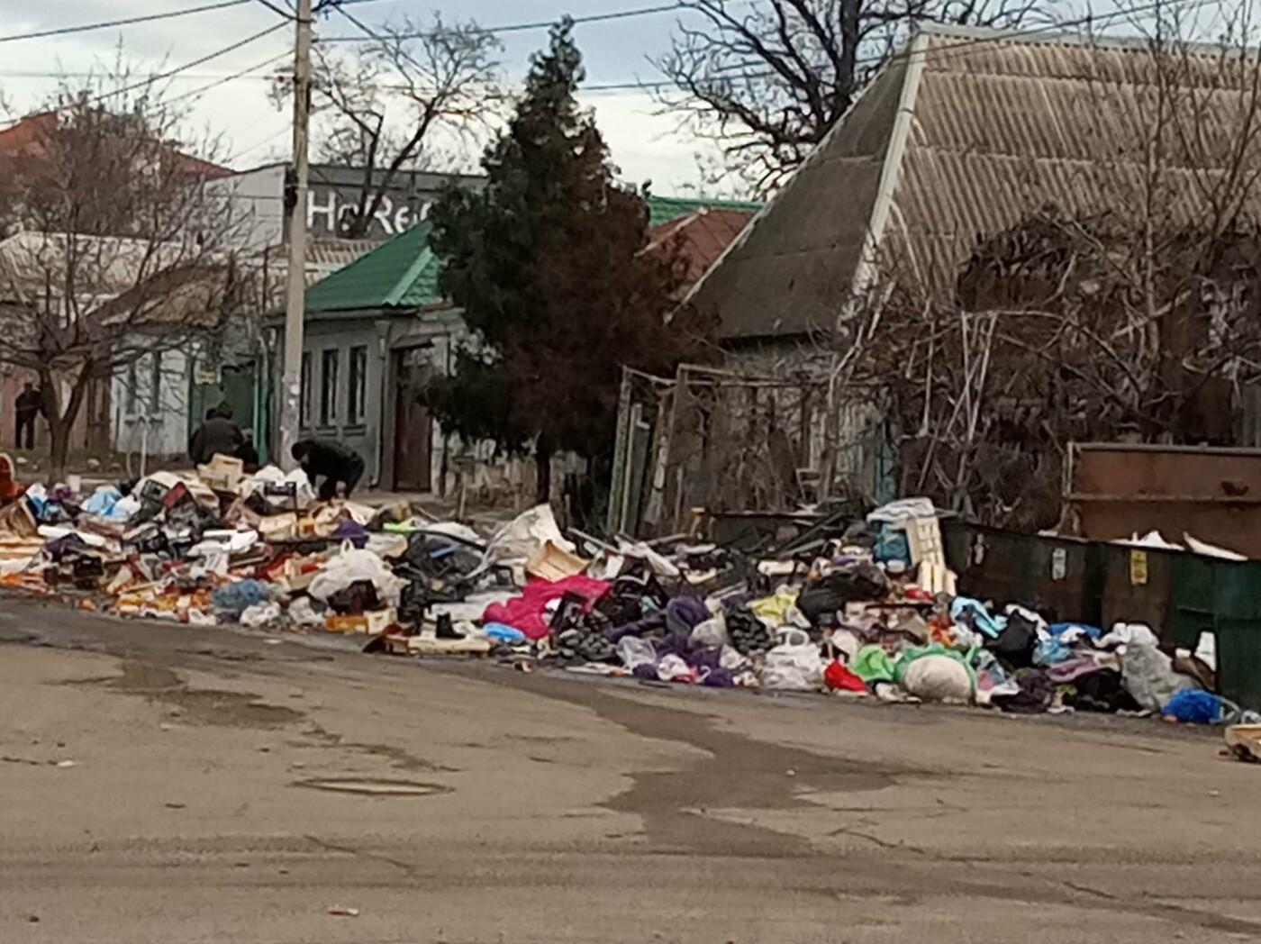 Николаевцы жалуются на стихийную свалку возле жилых домов, - ФОТО , фото-2