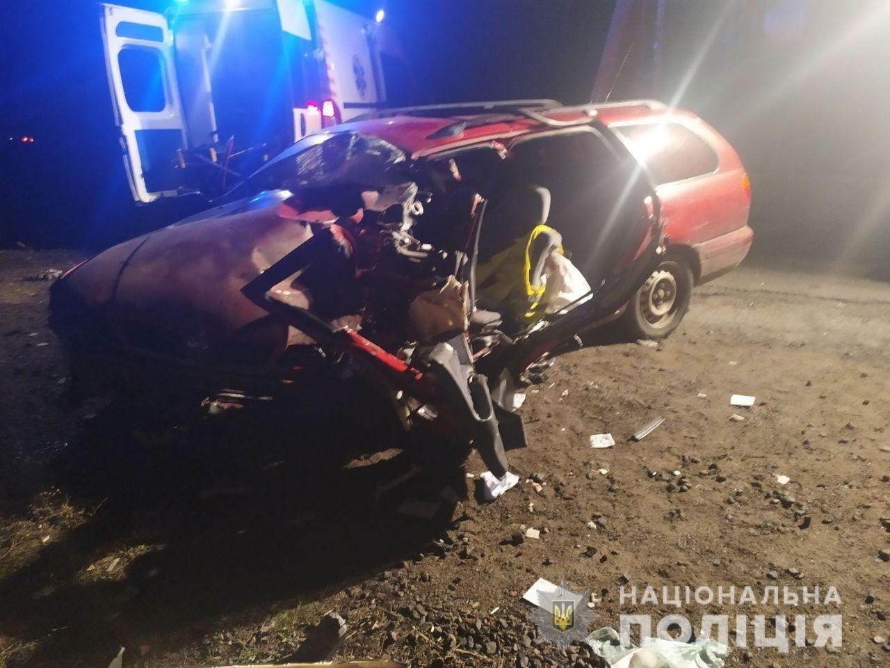 На трассе под Николаевом столкнулись грузовик и легковушка - есть погибший, фото-2
