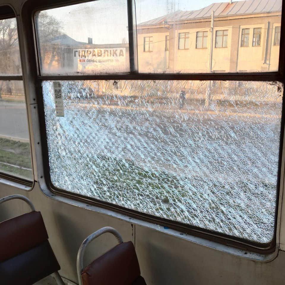 В Николаеве обстреляли два трамвайных вагона с пассажирами, - ФОТО, фото-1
